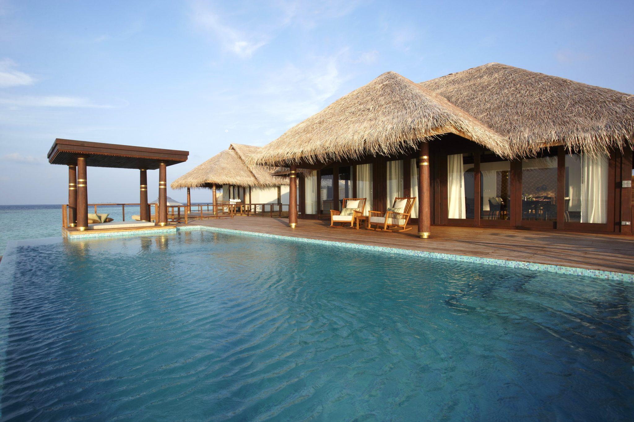 Anantara kihavah villas maldives infinity pools for Villas with infinity pools