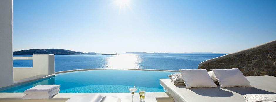 Infinity pools hotels and villas around the world for Villas with infinity pools