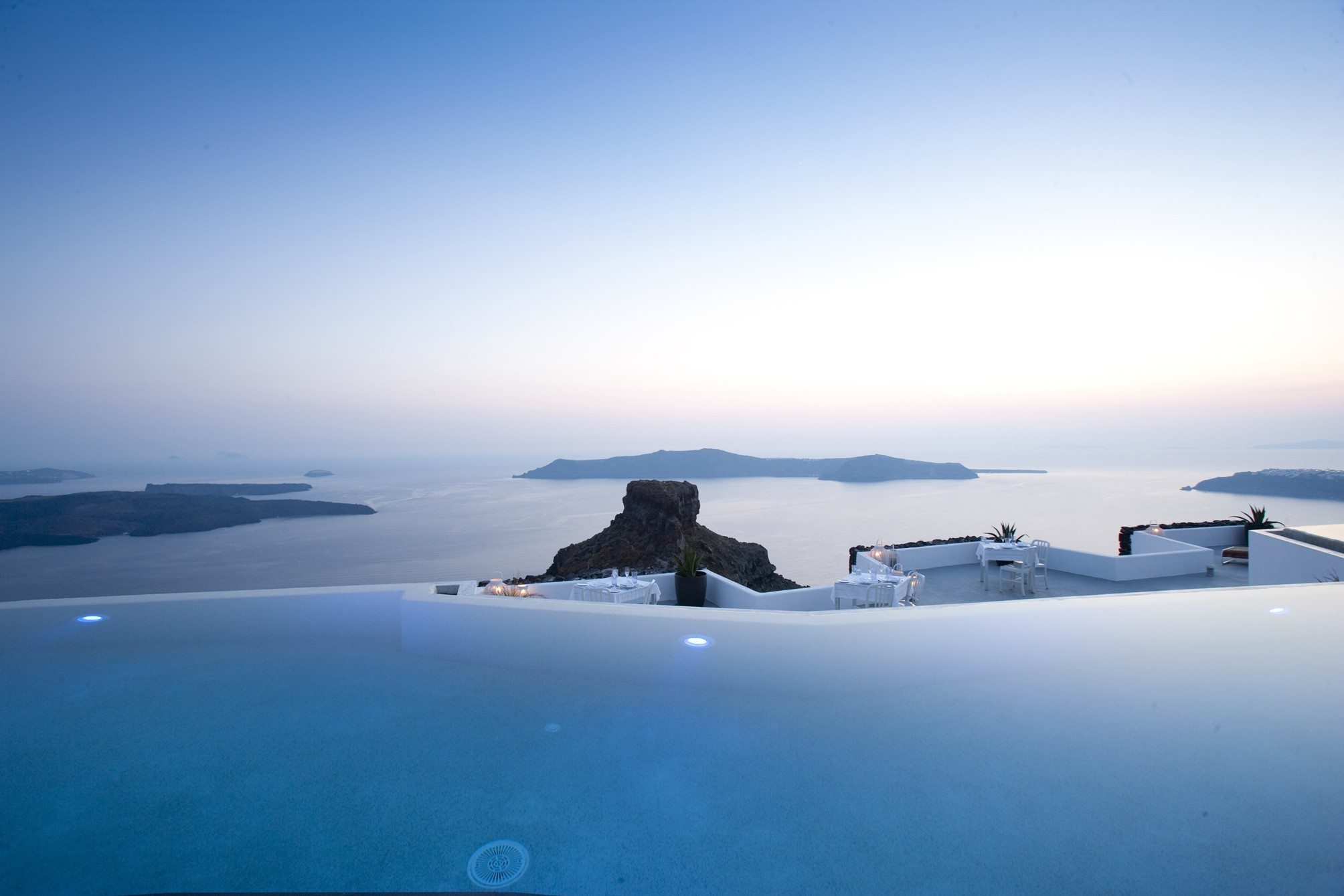 Grace santorini greece infinity pools for Hotels in santorini with infinity pools