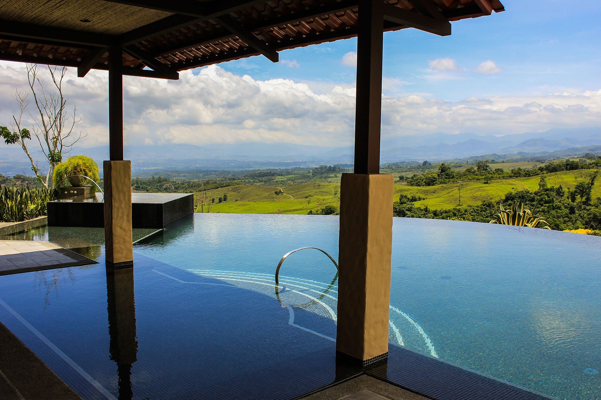 Altagracia boutique hacienda costa rica infinity pools for Pool design costa rica